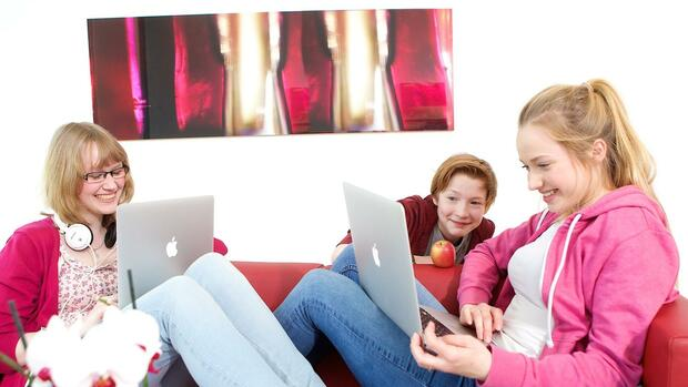 Kinder mit Laptops Quelle: obs