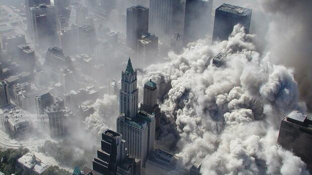 an aerial view of the terror attacks on the World Trade Center in New York. Quelle: dpa