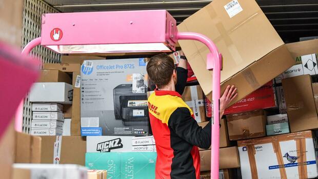 DHL liefert bald auch abends Pakete zur Wunschuhrzeit aus