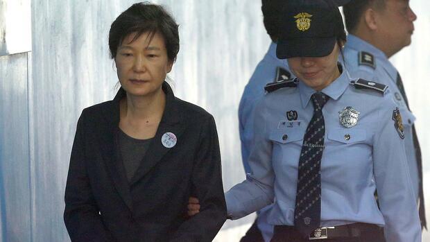 Park drohen 30 Jahre Haft