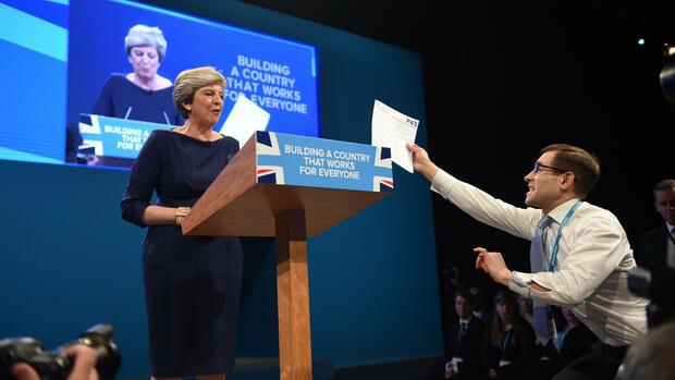 Streit über politische Zukunft von britischer Premierministerin May