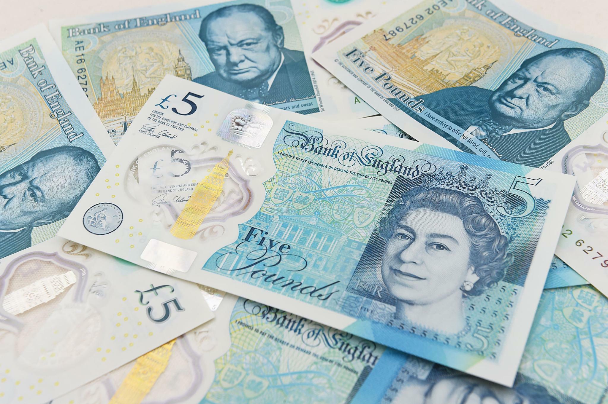 Pfund: Pfund-Anleger machen vor Juncker-Johnson-Treffen Kasse