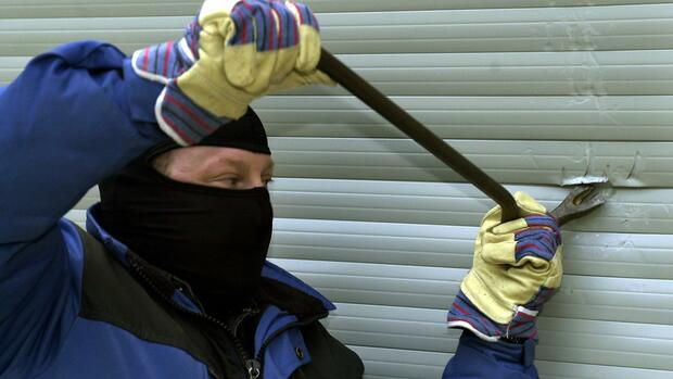 Interviews Mit Straftätern Was Einbrecher Anlockt Und Abschreckt