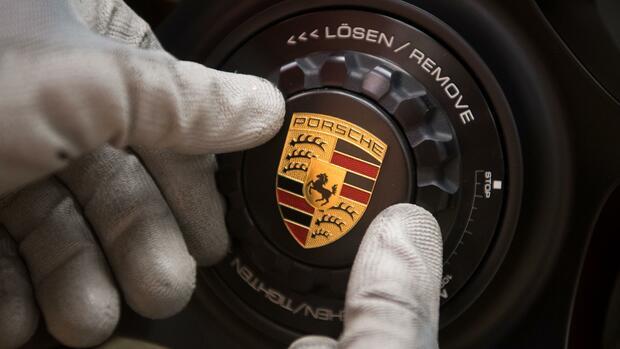 Zukunftstechnologie - E-Studie Porsche Cross Turismo geht in Serie