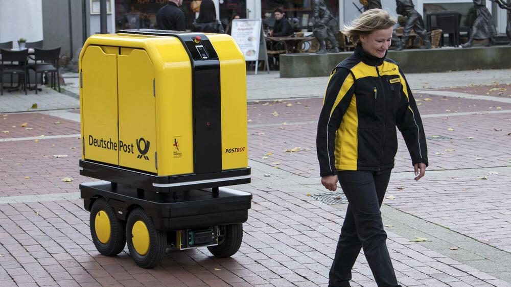 Briefe Mit Deutsche Post Antwort : Erster alltagstest des postbot wenn der roboter briefe