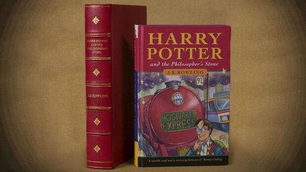 Neuer Rowling Roman Ab Einer Million Verkaufter Bucher Gibt Es Champagner