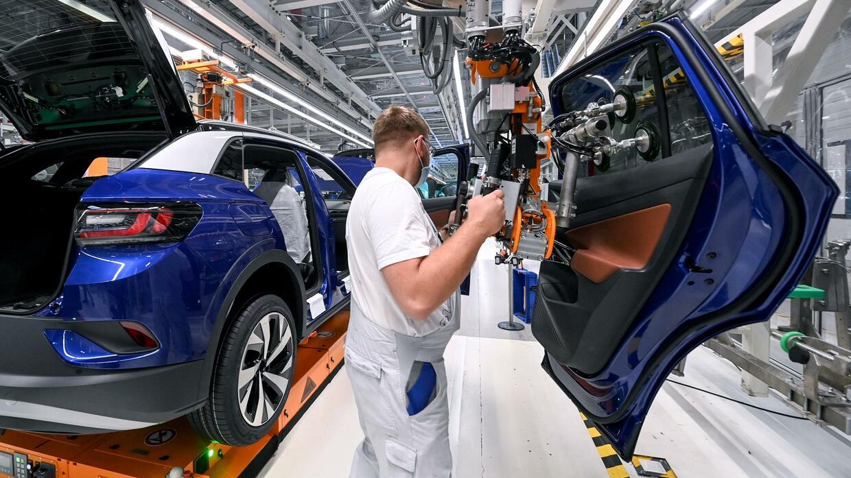 Conti, VW, Bosch: Autoindustrie kämpft mit Engpässen bei Computerchips