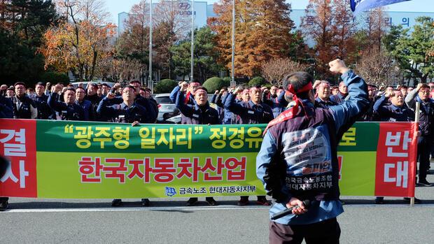 Hyundai-Beschäftigte protestieren gegen Niedriglohn-Fabrik