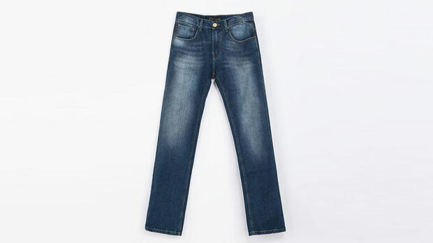 Stilexperte erklärt, wie Männer ein Jeanshemd niemals tragen