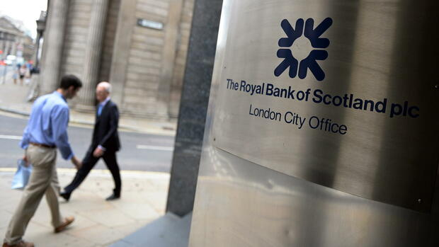 Eine Royal Bank of Scotland-Filiale in London: Schottlands Großbanken wollen bei einem Votum für die Unabhängigkeit ihren Sitz nach London verlegen. Quelle: dpa