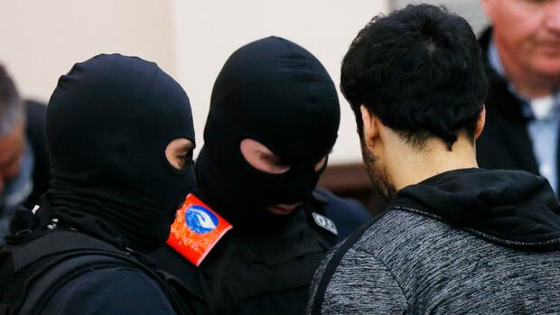 Brüsseler Gericht spricht Islamisten Abdeslam wegen Mordversuchs schuldig