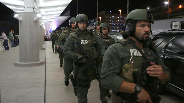 "Polizisten am ""Fort Lauderdale-Hollywood International Airport"" in Fort Lauderdale (USA) Quelle: dpa"