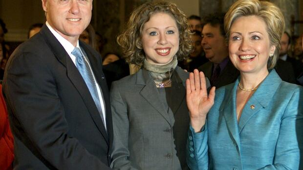 Bill, Chelsea und Hillary Clinton Quelle: REUTERS
