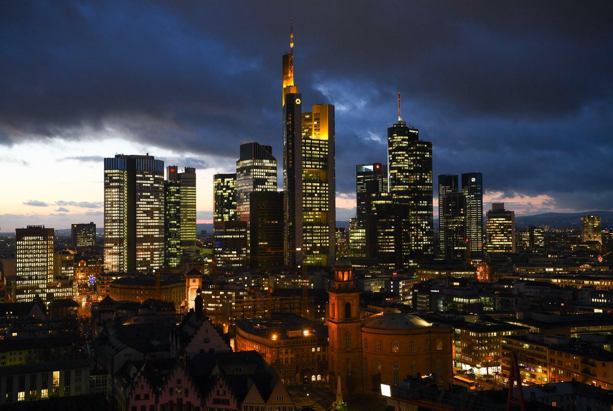 Geldhäuser: S&P droht mit Bonitätsabstufung einiger großer Banken