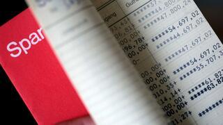 Umfrage: Trotz Minirendite – Anleger setzen weiter auf das Sparbuch