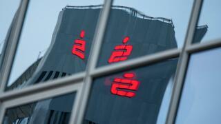 Banken, die um Kunden kämpfen: Die verzweifelten Experimente der Geldhäuser