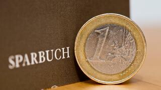 Sparverhalten: Weniger als die Hälfte der Deutschen legt Geld zur Seite