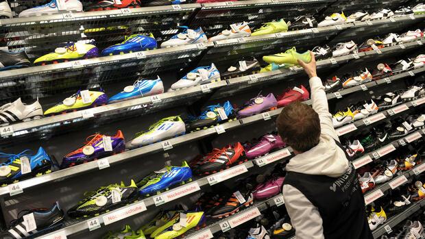 Adidas und Nike verärgern Fachhändler