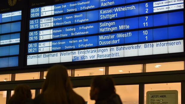Verspätung durch Unwetter – diese Rechte haben Arbeitnehmer und Reisende