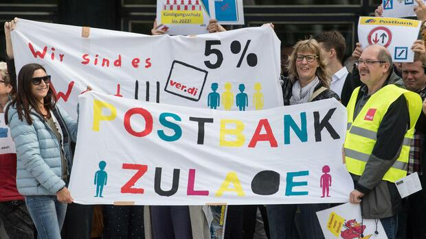 Schon Anfang September demonstrierten Postbank-Mitarbeiter. Quelle dpa