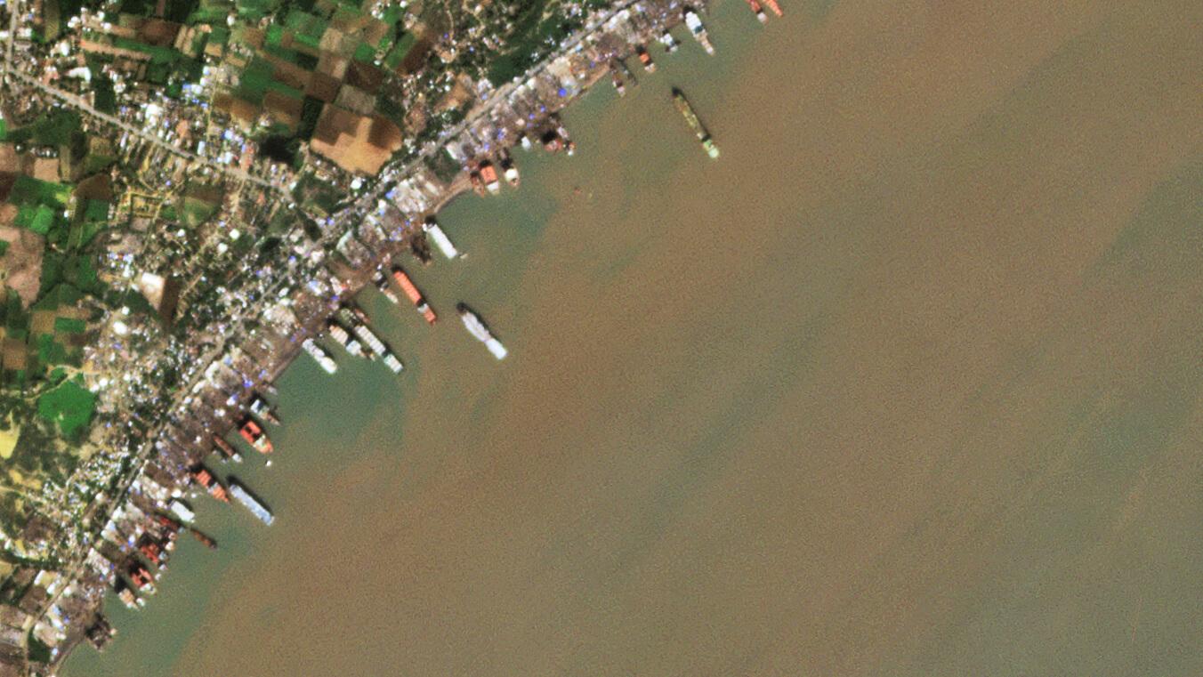 Abwrackwerften an der Küste von Alang, Indien