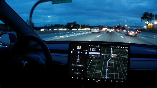 "Der Autopilot ""Brain"" in einem Tesla Model 3. Quelle: Reuters"