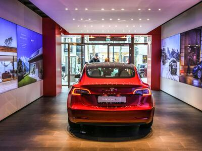 Tesla-Showroom Quelle: imago images