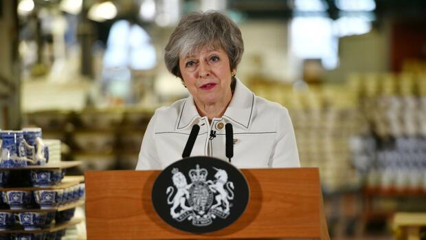 Die britische Premierministerin Theresa May bei ihrer Ansprache vor Fabrikanten. Quelle: REUTERS