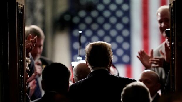 Trump bleibt dabei: Mauer, Wirtschaftswunder, INF