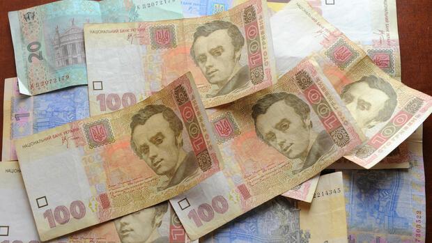 Geldscheine der ukrainischen Währung Griwna, aufgenommen in Kiew: Dem Land werden wohl 20 Prozent der Schulden erlassen. Quelle: dpa