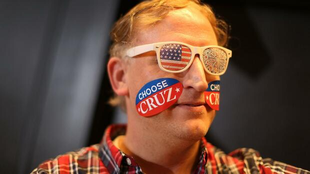 SOUTH BEND, IN - APRIL 28: Joe Wierzbizki shows his support for Republican presidential candidate Sen. Ted Cruz (R-TX) during a campaign rally at the Century Center on April 28, 2016 in South Bend, Indiana. Cruz continues to campaign leading up to the state of Indiana's primary day on Tuesday. Joe Raedle/Getty Images/AFP == FOR NEWSPAPERS, INTERNET, TELCOS & TELEVISION USE ONLY == Quelle: AFP; Files; Francois Guillot