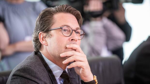 Pkw-Maut: Verkehrsminister Scheuer stellt Mautverträge ins Netz