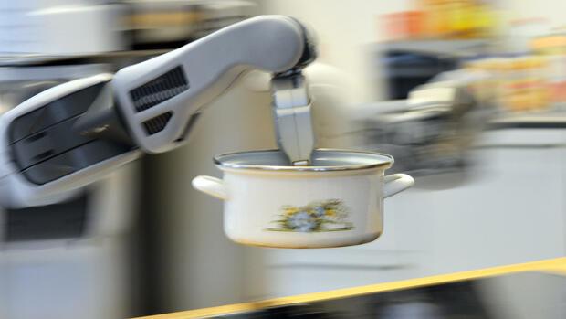 putzfrau haushaltshilfe oder putz roboter wer ist besser. Black Bedroom Furniture Sets. Home Design Ideas