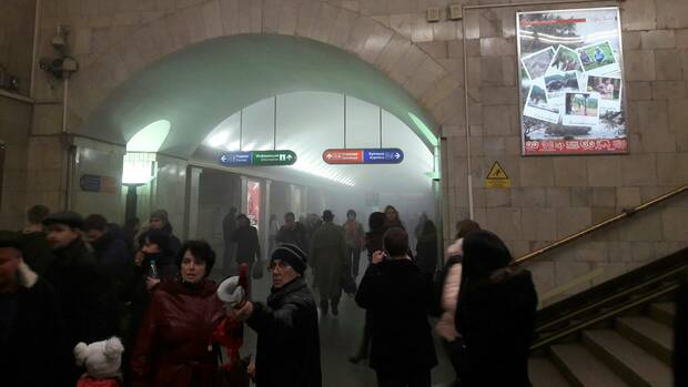 Explosion in einer U-Bahn-Station in Sankt Petersburg. Quelle: REUTERS