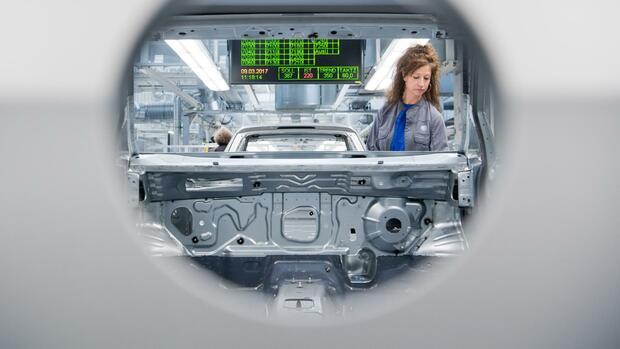 Vernetzung mit Cloud-Diensten:Amazon soll VW produktiver machen