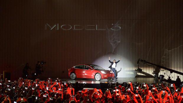 Tesla macht Model 3 mit Schnell-Ladesäulen kompatibel - Überregionale Wirtschaft