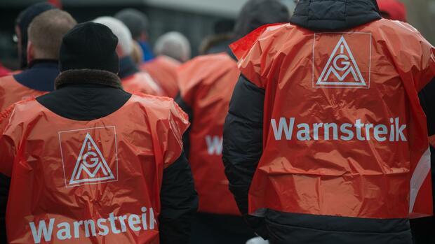 Warnstreiks: Mehr als 1000 NRW-Metaller gehen auf die Straße