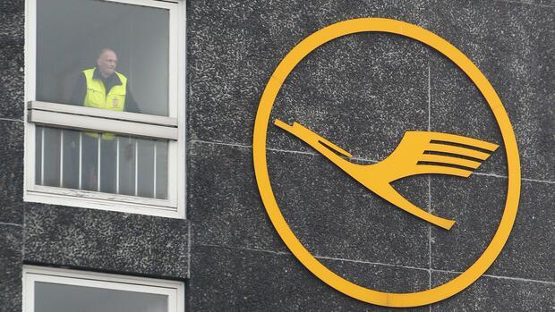 Bei der Lufthansa fallen mehr als 800 Flüge aus