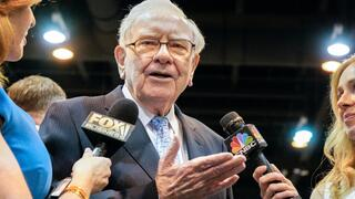 Bershire Hathaway: Warren Buffet will dringend 100 Milliarden Dollar investieren