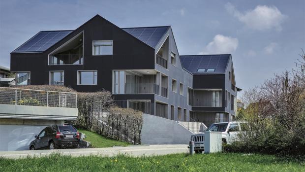 Kein Strom aus dem Netz: Dieses Haus versorgt sich und seine Bewohner selbst mit Strom. (Foto: Umweltarena Spreitenbach)