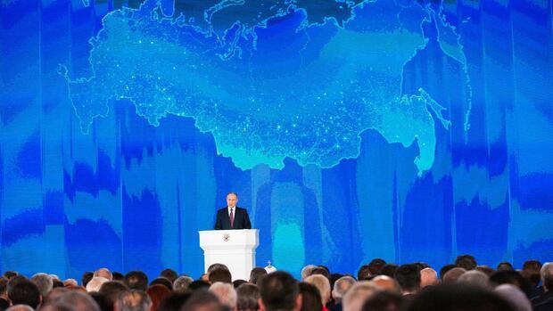 Der Kreml Chef präsentiert sein Waffenarsenal. Quelle AP
