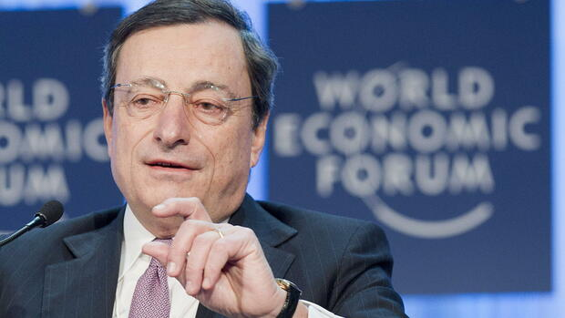 huGO-BildID: 24929031 epa03081271 Mario Draghi, President of the European Central Bank (ECB), speaks during a plenary session at the 42nd Annual Meeting of the World Economic Forum, WEF, in Davos, Switzerland, Friday, January 27, 2012. The overarching theme of the Meeting, which will take place from 25 to 29 January, is 'The Great Transformation: Shaping New Models.' EPA/JEAN-CHRISTOPHE BOTT +++(c) dpa - Bildfunk+++ Quelle: dpa