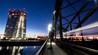 Kritik an der Geldpolitik der EZB : Bausparkassen sehen schleichende Enteignung