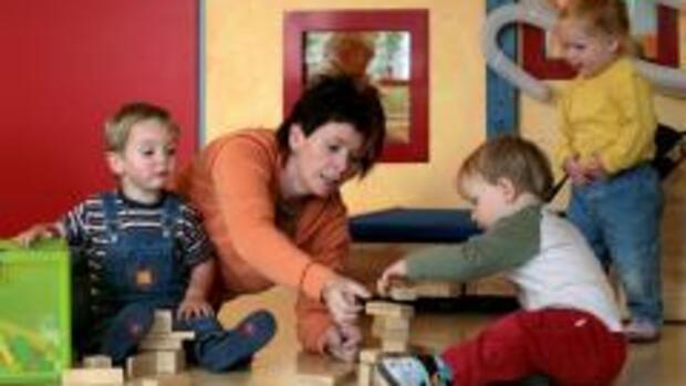 kindererziehung gute betreuung kostet oft viel geld. Black Bedroom Furniture Sets. Home Design Ideas
